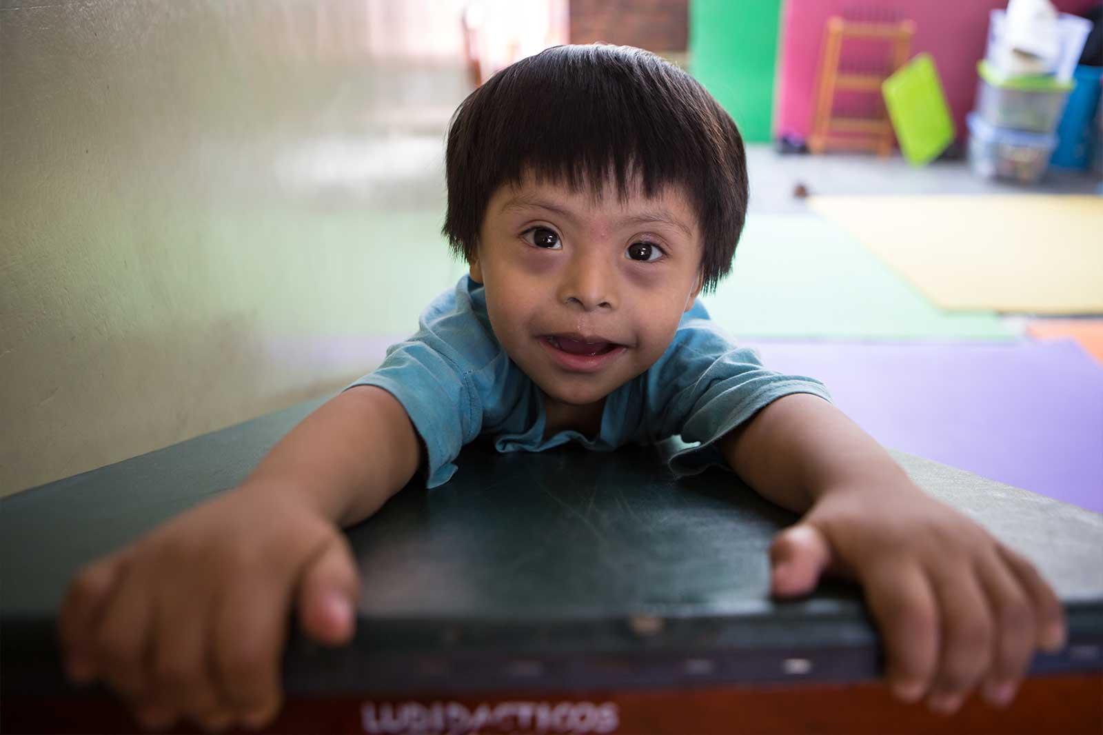 La organización también busca la inclusión educativa de niños con discapacidades severas poniendo a su disposición aulas de inicial y primaria.