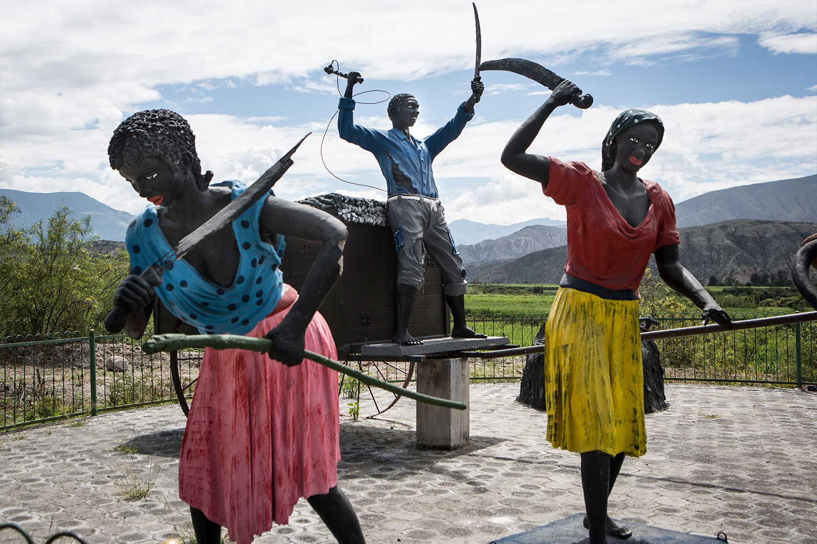 En Ecuador siete de cada diez afros (mujeres y hombres) son pobres: el 64.26% de la población a nivel urbano y el 85.98% en el sector rural se encuentra afectada por la pobreza.